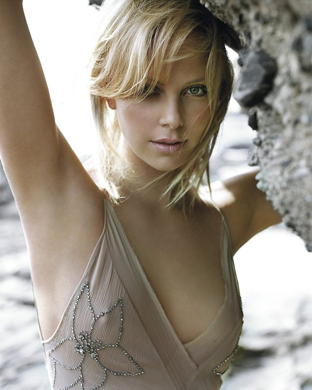 charlize theron sexy desktop wallpapers